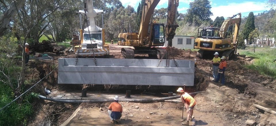 Installation of a bridge in Maldon, Victoria