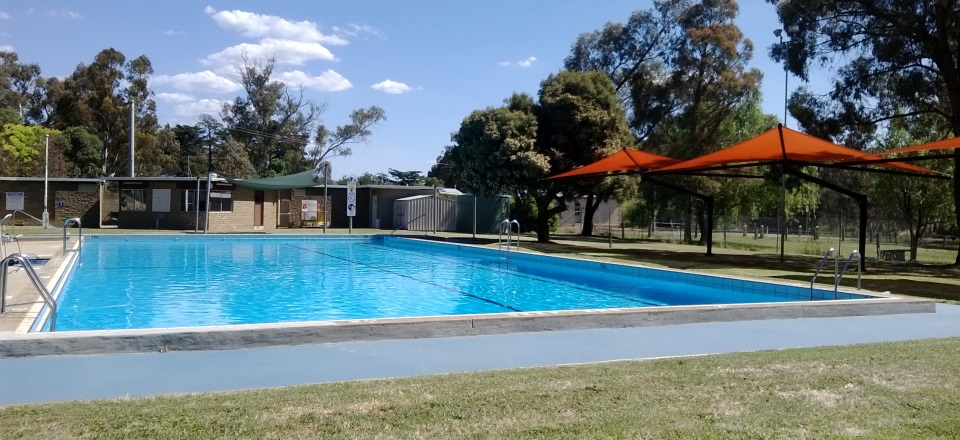 Image: Harcourt Swimming Pool image  Link to child page: Harcourt Swimming Pool